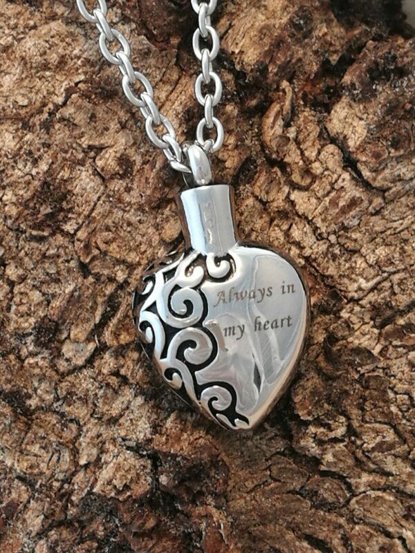 Mooie ashanger hart bewerkt tekst Always in my heart