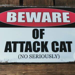 Vintage metalen tekstbord Beware of attack cat
